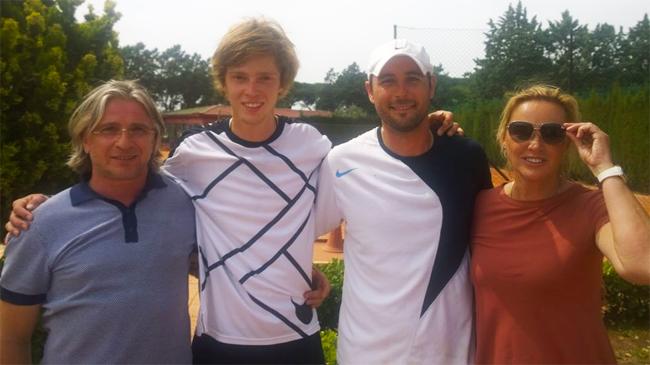 Notizie Star : Racchette Beach Tennis Mbt Marina Marenko: vi racconto mio figlio, Andrej Rublëv.