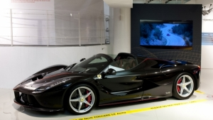 Ferrari LaFerrari Aperta in mostra a Maranello