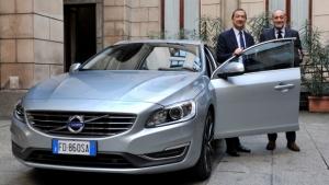 Volvo consegna una V60 Twin engine al Sindaco di Milano