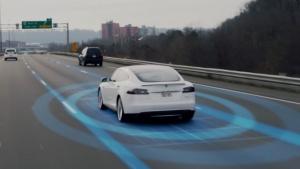 La Tesla evita un incidente, proprio come avrebbe fatto una Panda… o quasi [VIDEO]